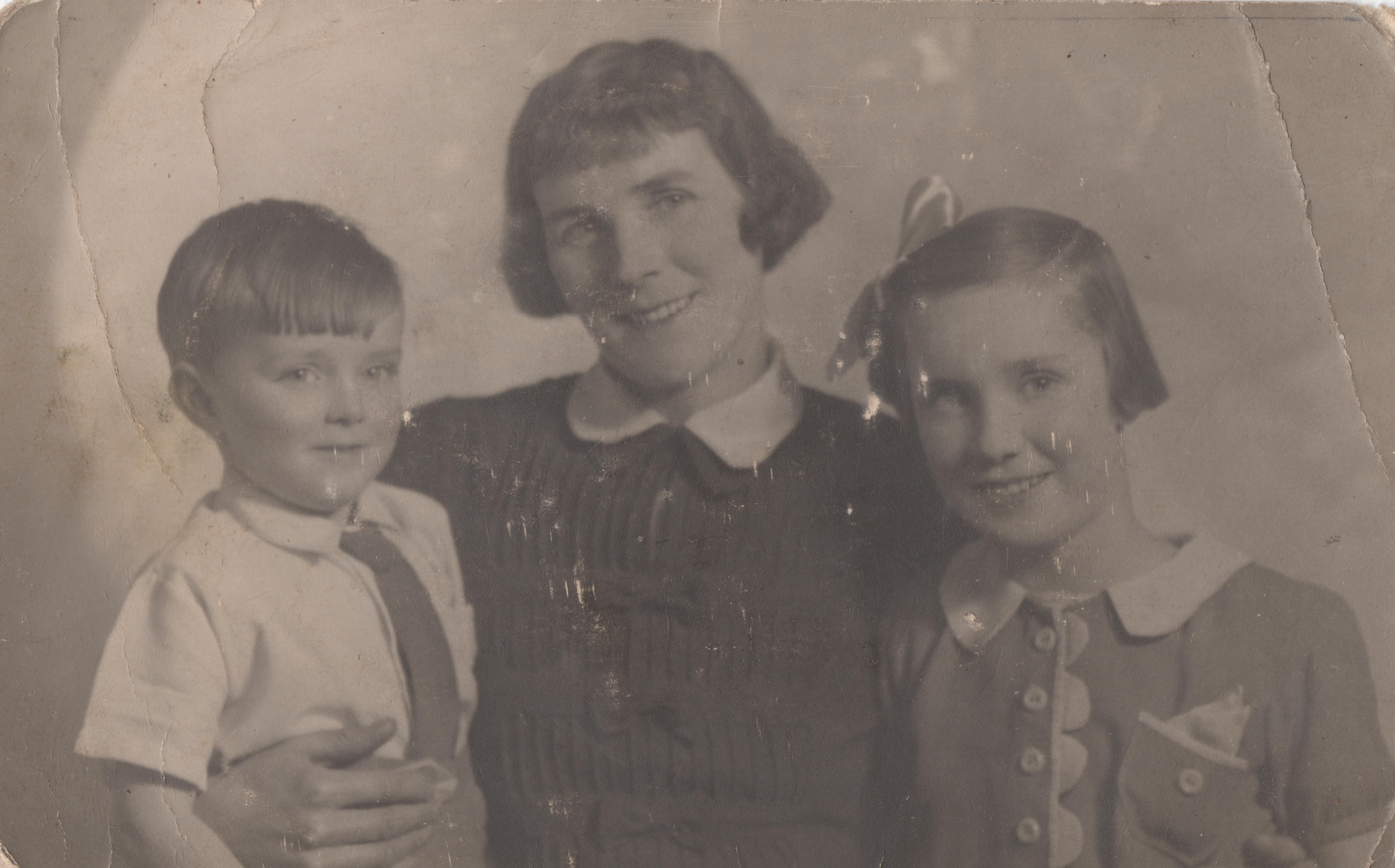 The Family portrait for a POW c.1942